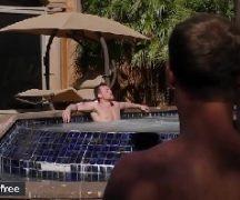Gayboystube amigos se pegando na piscina