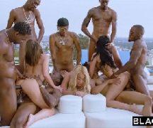 Xvideos orgia toda boa com putas dando para os negros