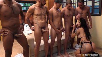 Brasil tudo liberado vários machos comendo a gata