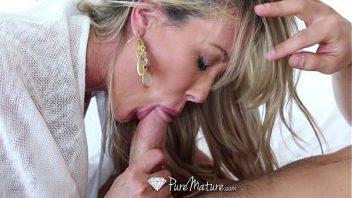 Comendo a mae do amigo em um sexo com prazer