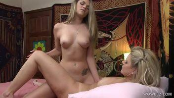 Lesbicas peladas loiras na chupada com calor