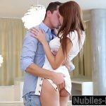 Passando a mao na buceta da namorada durante o sexo