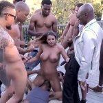 Sexo orgias com vários negros comendo uma gostosa