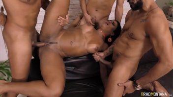 Teste de fidelidade sexo com  vadias dando para os rapazes em orgia