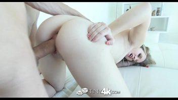 Vídeo pornô caseiro com a loira vadia