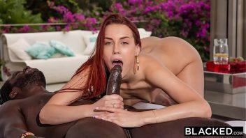 Camera de sexo bem dotado negro comendo a ruiva
