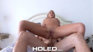 Videos porno 2019 penetrando bom demais o cacete na loira em sexo anal