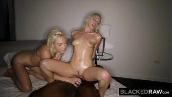 Ninfetas loiras em sexo com o bem dotado negro