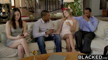 Video amadores sexo de duas amigas dando para dois negros