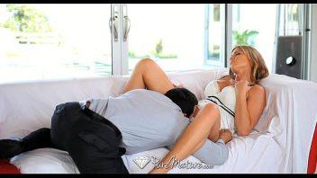 Metendo na esposa o cacete todo duro