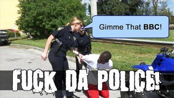 Penis de negro comendo as duas guardas municipais