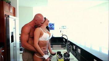 Xvideos esposa safada dando demais para seu marido careca