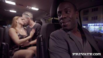 Atriz porn dando para o coroa em sexo no carro