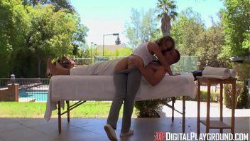 Pornos caseiros gata dando para o seu massagista