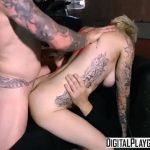 Espediente da puta loira em suruba com dois machos