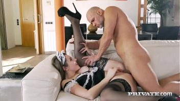 Pornyub macho comendo a empregada deliciosa