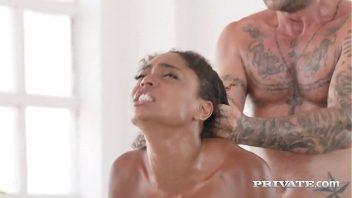 Xvporno negra quente com o seu massagista a fodendo