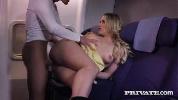 Porno spank bang gostosa em sexo com o passageiro no avião