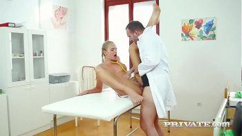 Redtube novinha dando o cu para o medico seu namorado