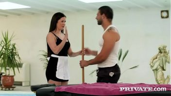 Samba portno bela empregada dando para o dotado